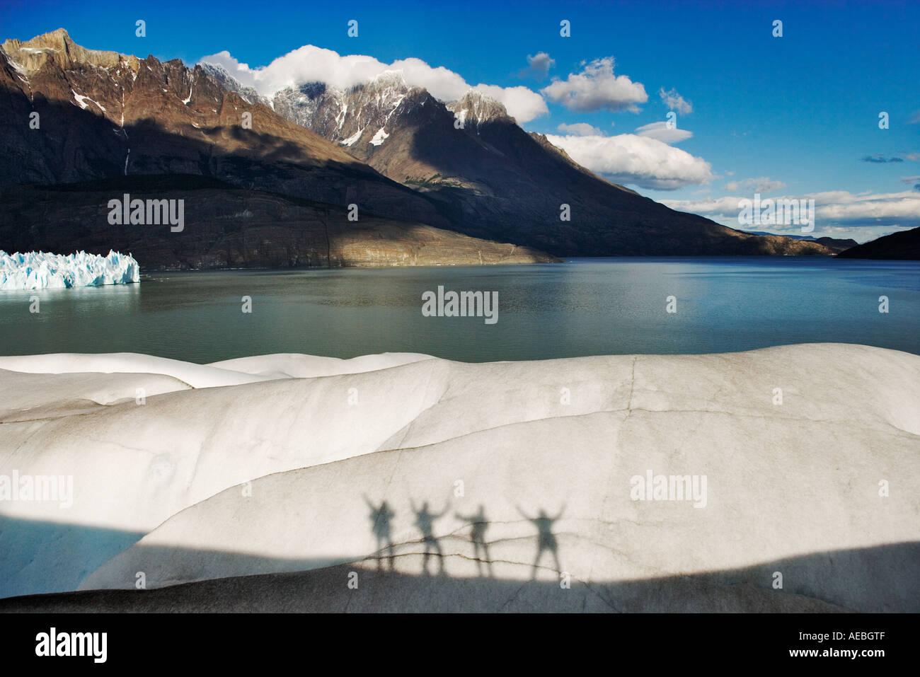 Glacier scalatori sagome Parco Nazionale Torres del Paine cile america del sud Immagini Stock