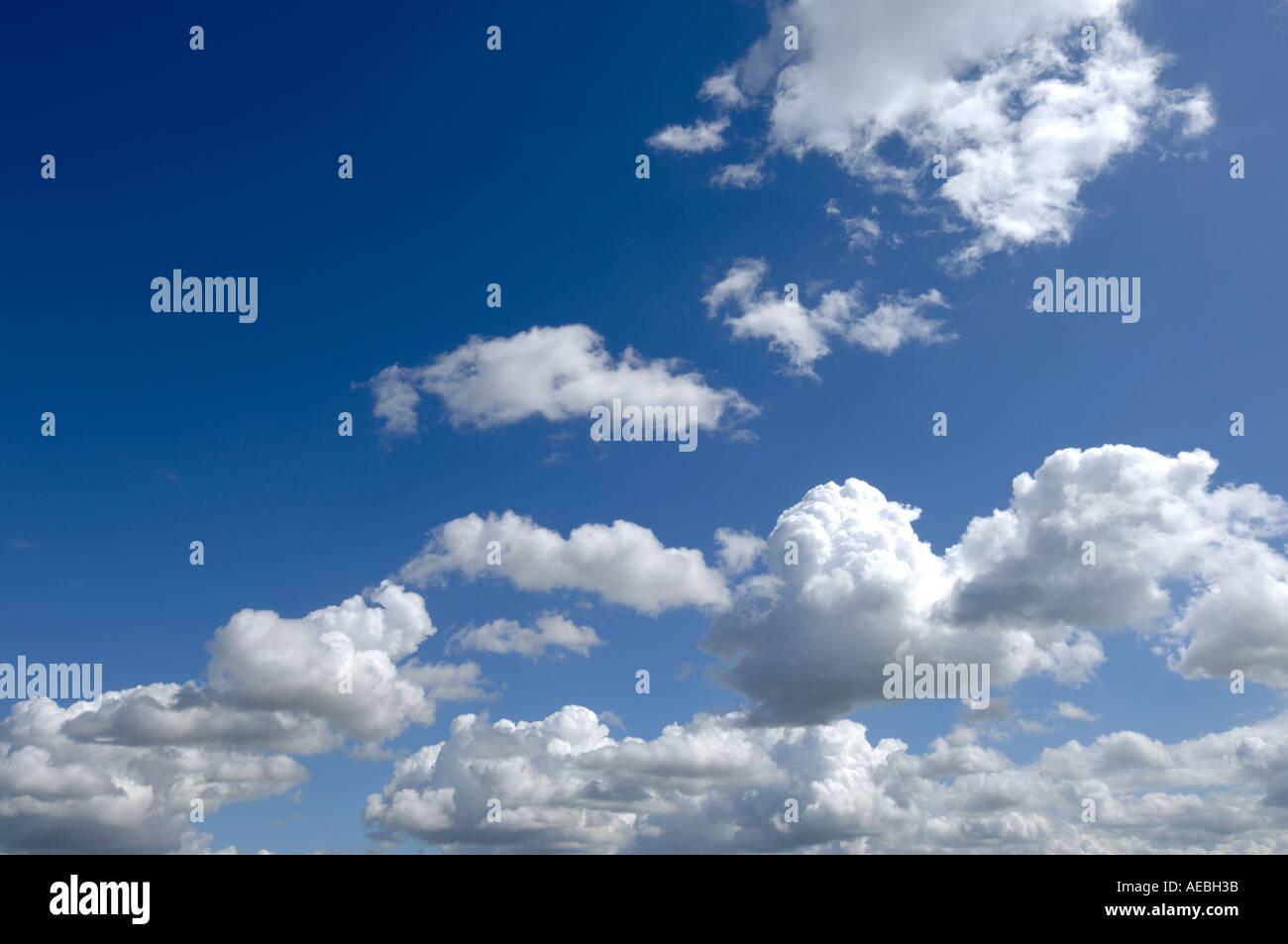 Cumulus formazioni di nubi Immagini Stock