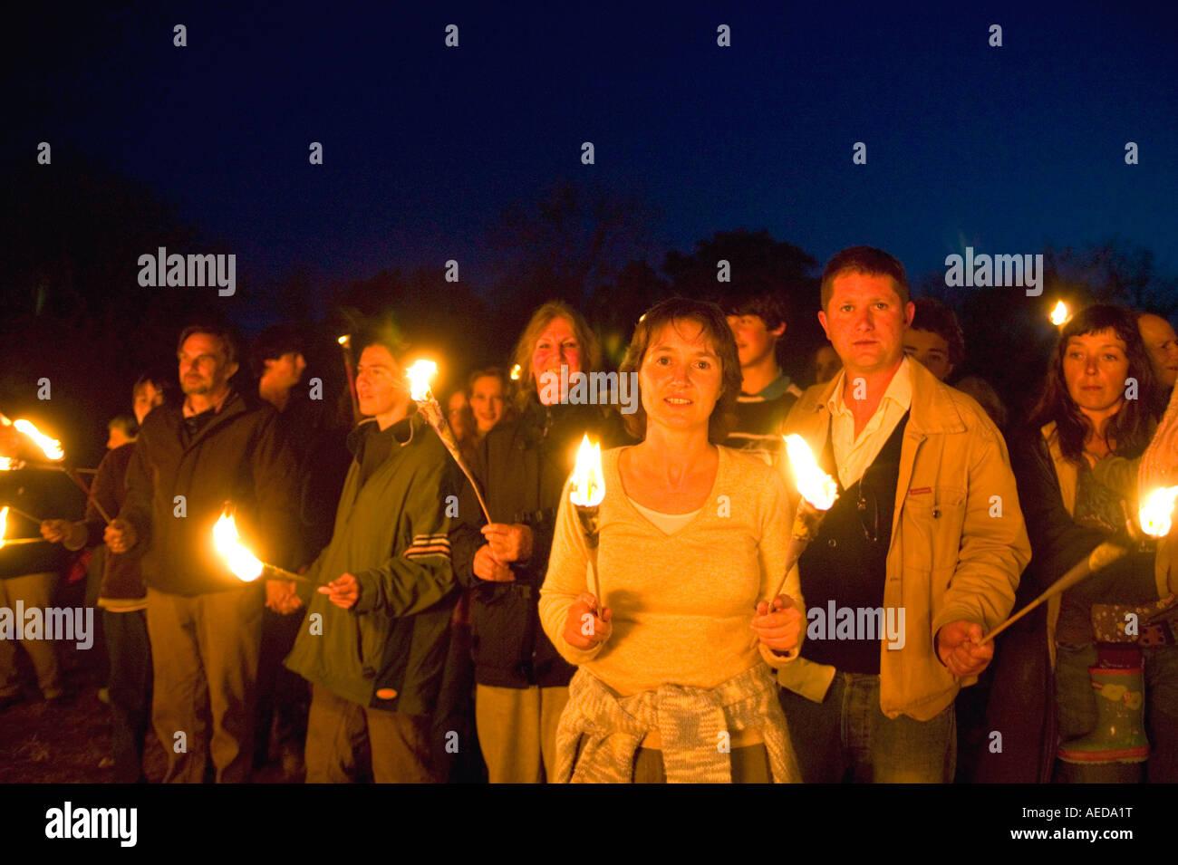 Raduno di persone al beacon in Dorset alla campagna contro la piantagione di colture geneticamente modificate in Immagini Stock
