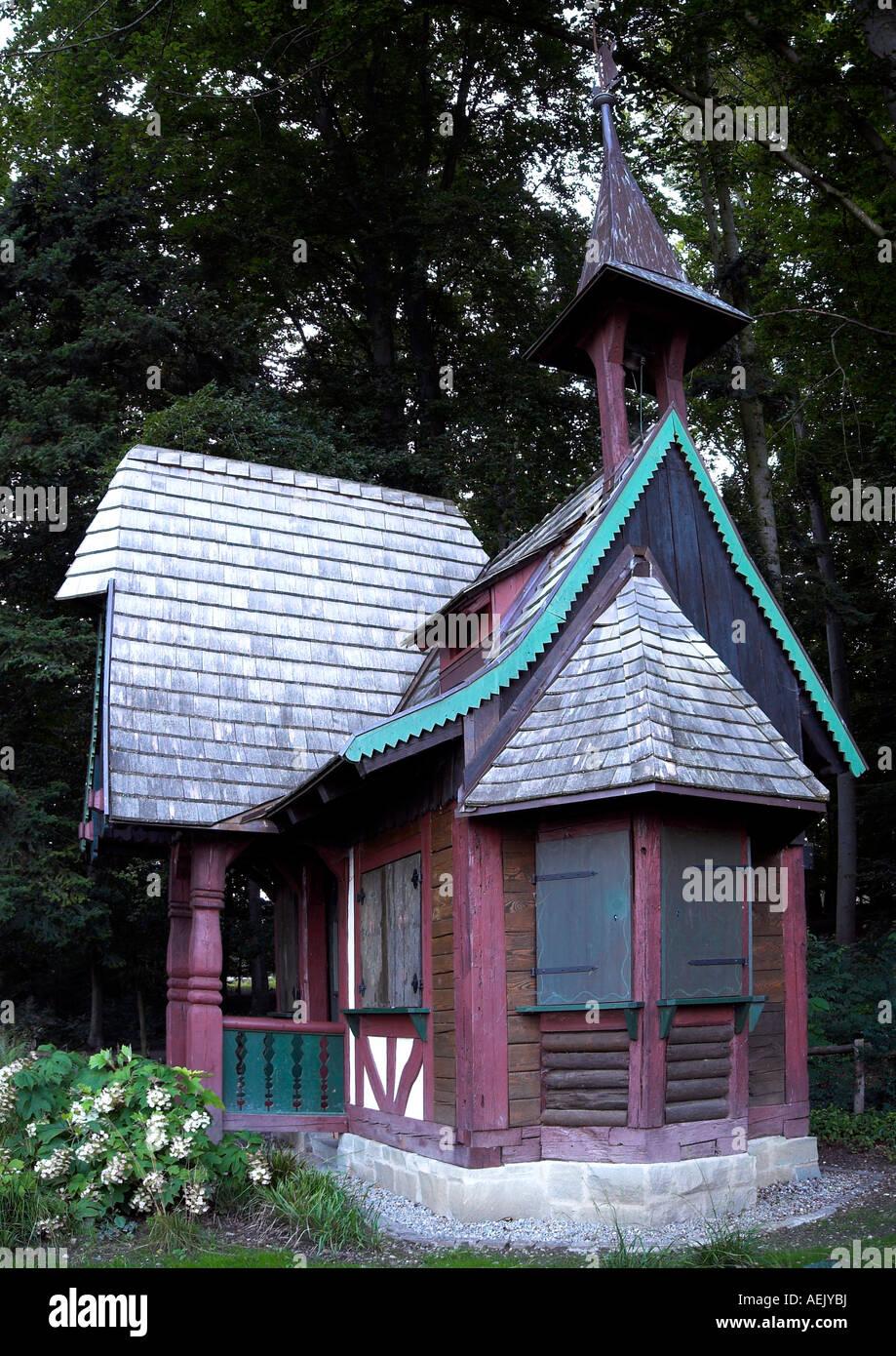 Strega casa in città giardino di Ueberlingen al Bodenseee, distretto Ueberlingen, Baden-Wuerttemberg, Germania Immagini Stock