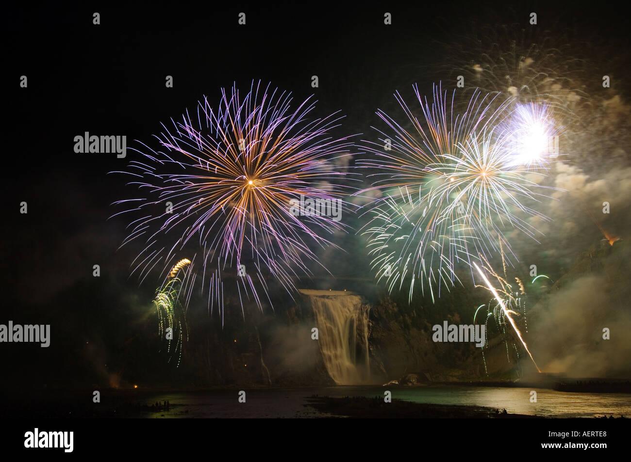 Canada Quebec City, Montmorency Falls, Loto Québec Internazionale Competizione di fuochi d'artificio Foto Stock