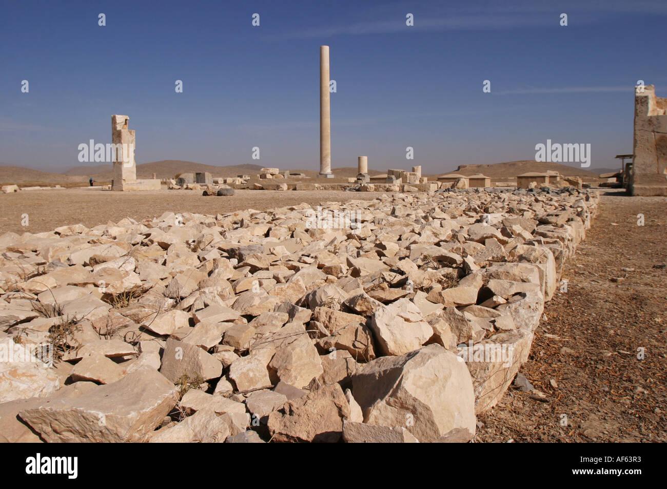 Le rovine di un palazzo achemenide in Pasagardae, nei pressi di Persepolis, Iran, novembre 2004. Immagini Stock