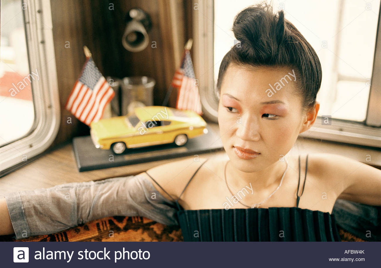 Donna asiatica in van, ritratto Immagini Stock