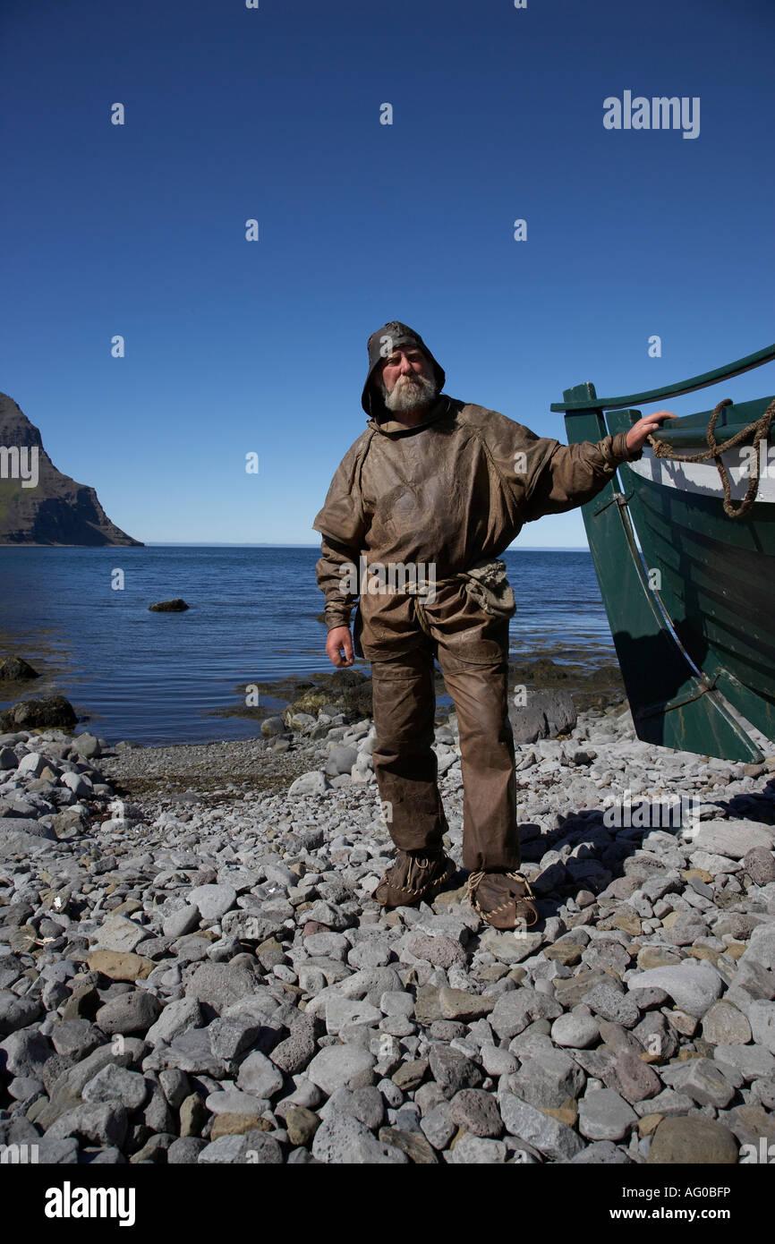 Pescatore in vecchio ingranaggio, Bolungarvik town, a ovest di fiordi, Islanda Immagini Stock