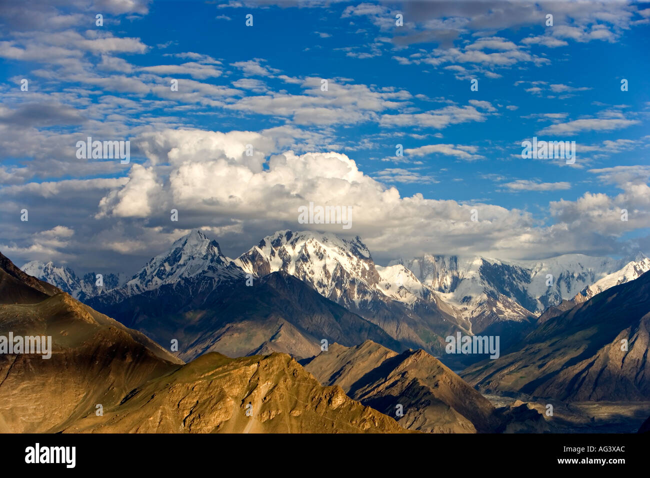 Lo spettacolare scenario montano di Hunza nel nord del Pakistan Immagini Stock