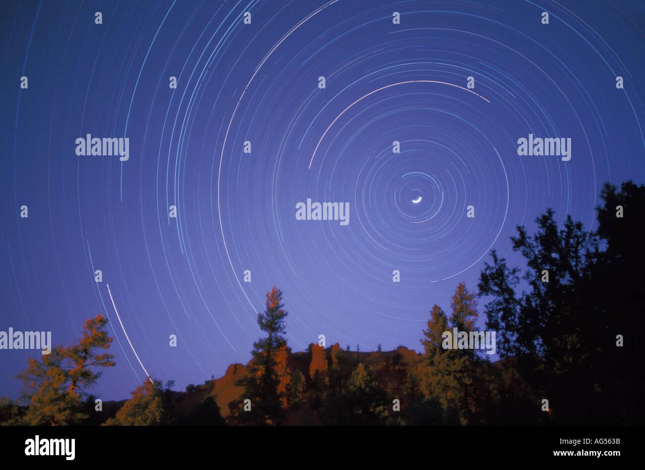 Tracce stellari Tempo esposizione del cielo notturno Immagini Stock