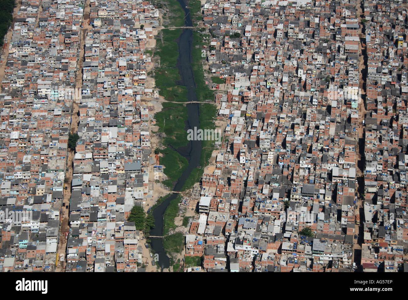 Risultati immagini per RIO A FAVELA CIDADE DE DEUS?