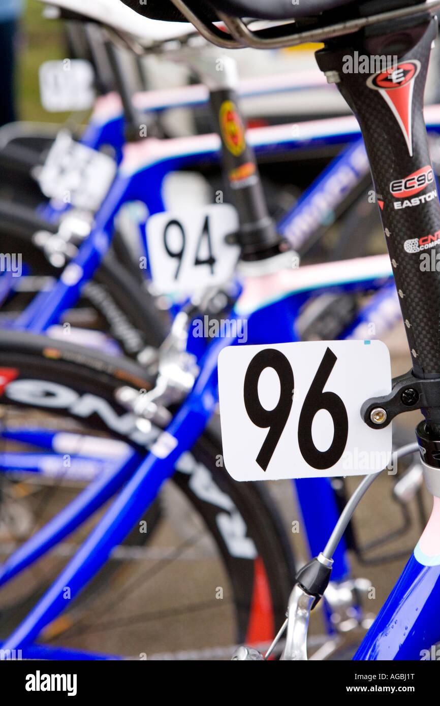Tipografia il carattere tipografico numero 96 nel tour della Gran Bretagna elite ciclo i numeri di gara di bici Immagini Stock