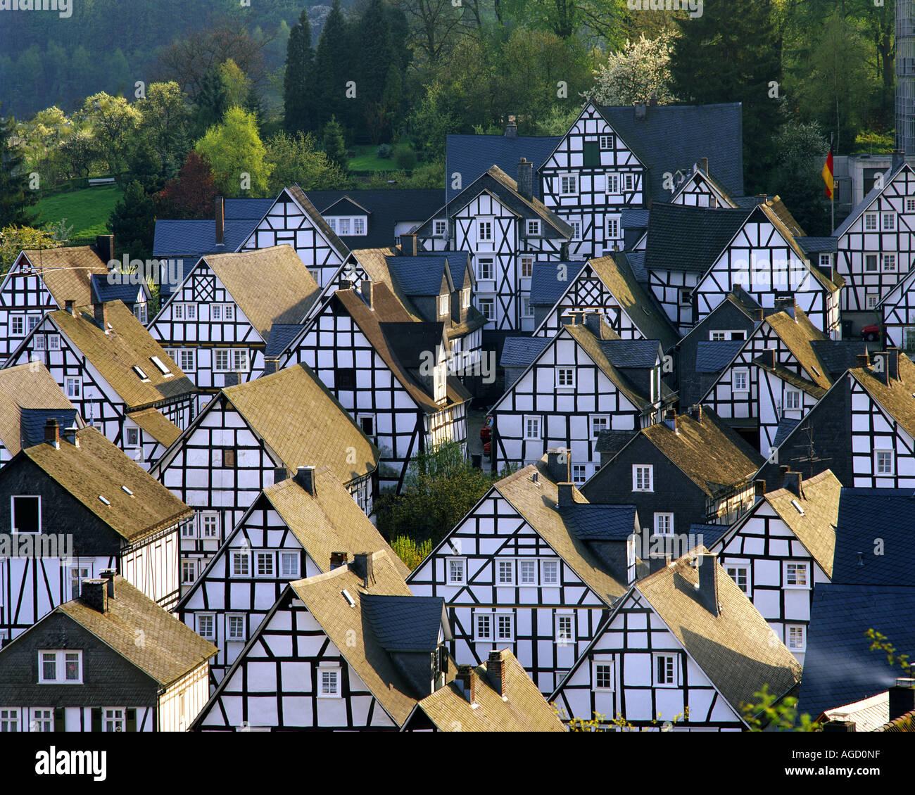 DE - RENANIA DEL NORD-VESTFALIA: pittoresco villaggio di Freudenberg Immagini Stock
