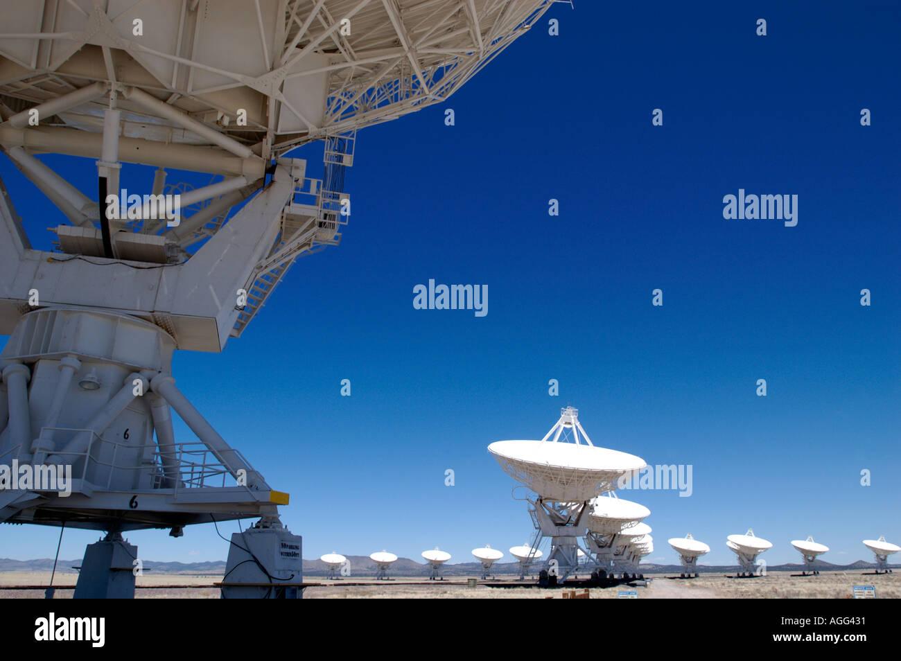 Alcune delle antenne radio alla grande schiera in Nuovo Messico Immagini Stock