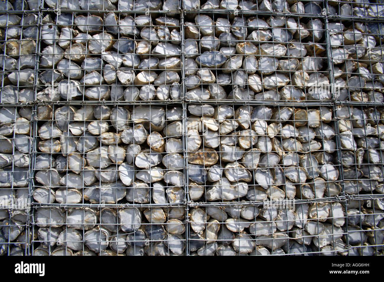 Le difese costiere - Gabions impilati Immagini Stock