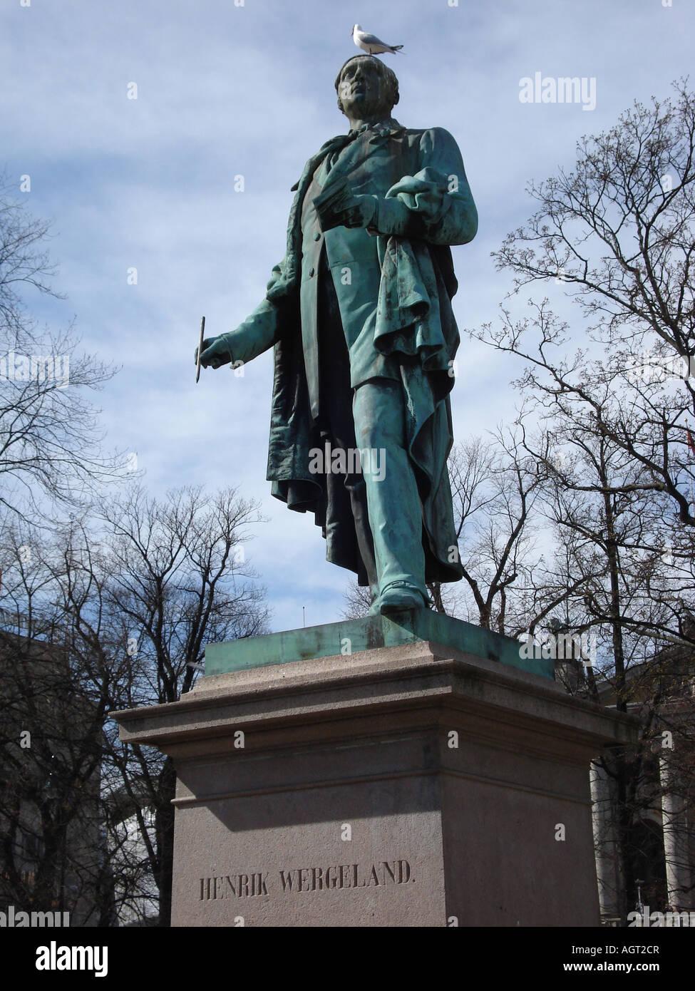 Statua di Henrik Wergeland al piccione sulla sua testa, Oslo, Norvegia Immagini Stock