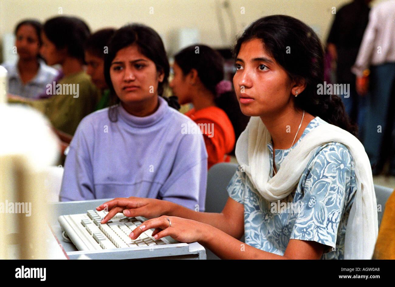 I programmatori di femmina in Bangalore stanno diventando una forza significativa con l'India nel mercato dei software Foto Stock