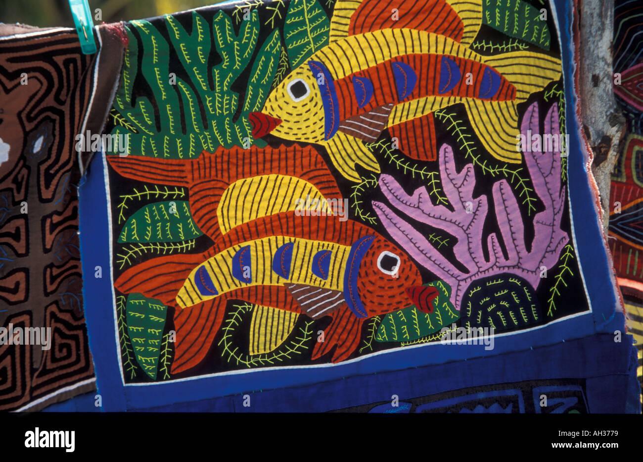 Colorato Molas una camicetta tradizionale sul display per la vendita su  isole San Blas fatta dal 4784e29727ff