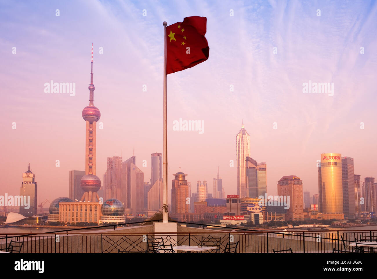 Lo skyline di Shanghai in Cina Immagini Stock
