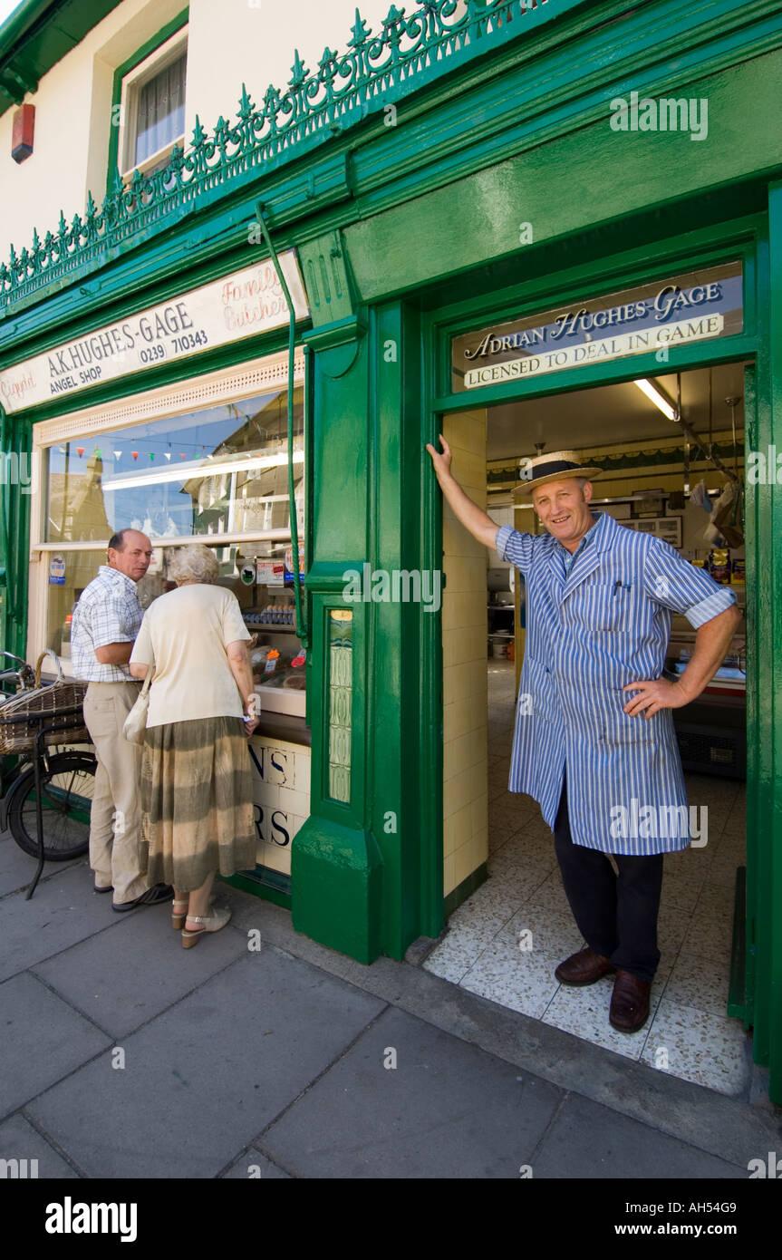Un macellaio Hughes-Gage e gioco tradizionale del concessionario macelleria, Newcastle Emlyn Carmarthenshire galles cymru REGNO UNITO Immagini Stock