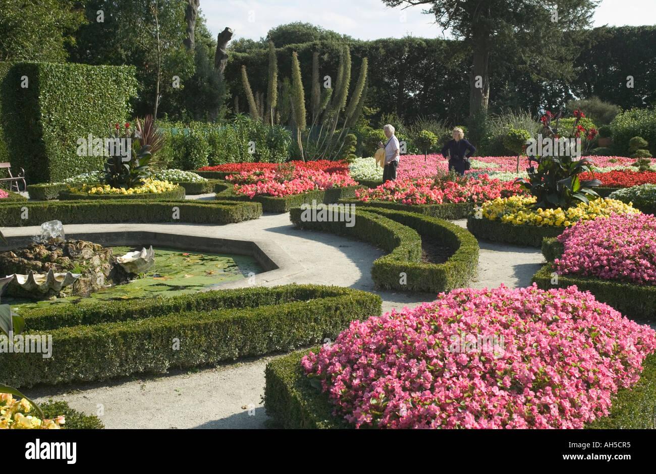 Il giardino francese in giardini formali Mt Edgcumbe Country Park Plymouth  Cornovaglia Gran Bretagna Foto stock - Alamy