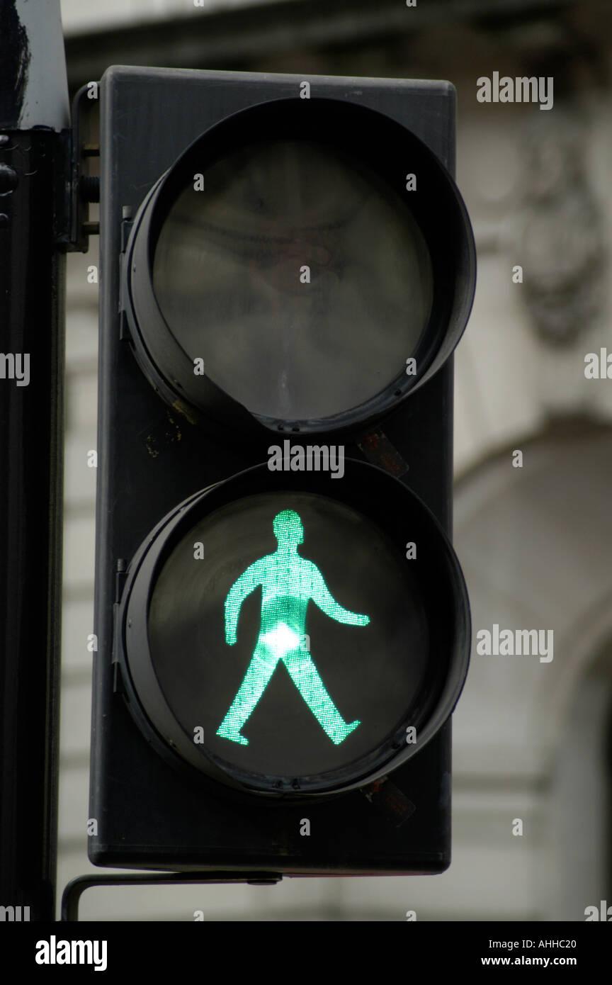 Uomo verde andare a piedi semaforo segno England Regno Unito Immagini Stock