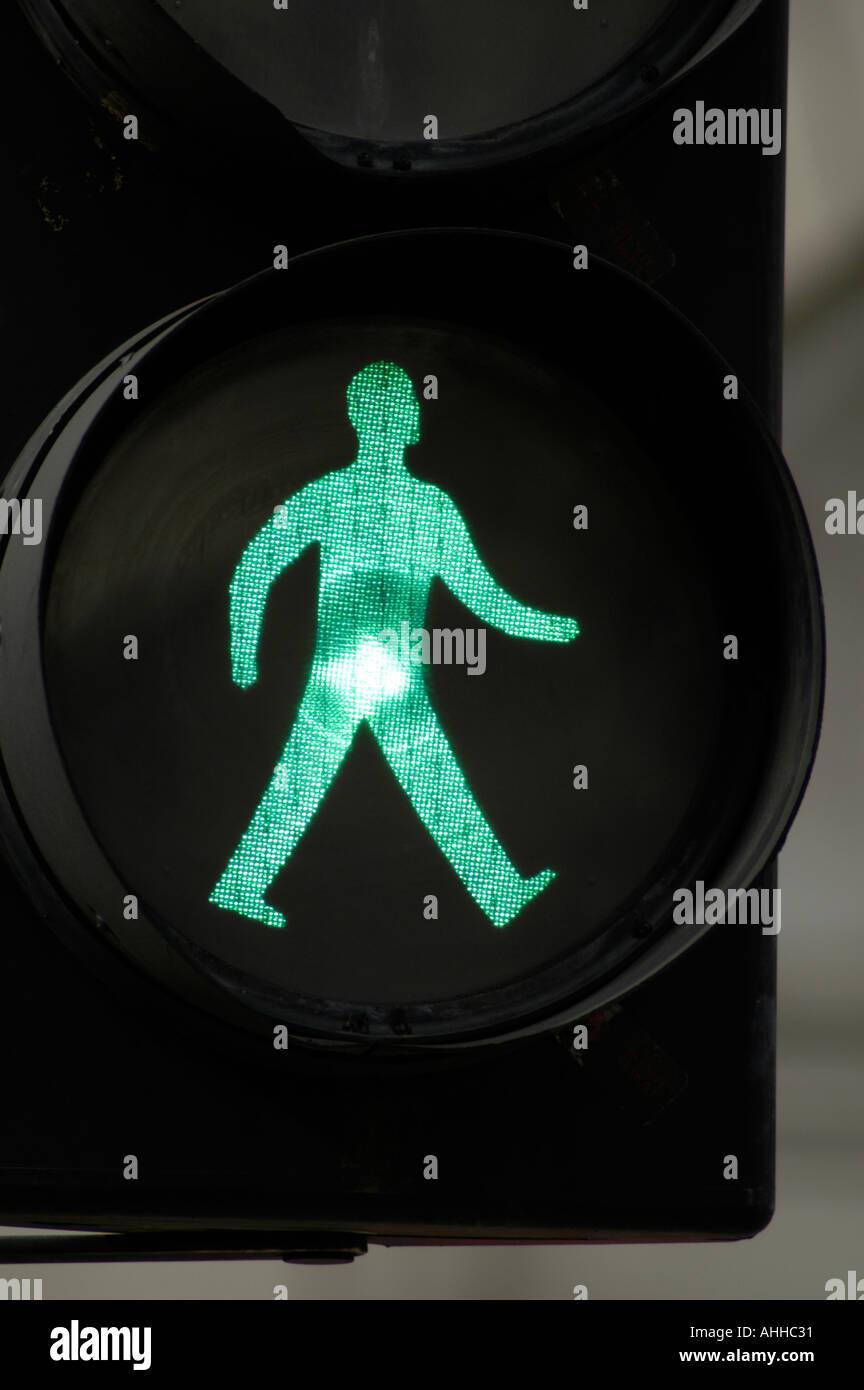 Uomo verde andare a piedi semaforo segno, England, Regno Unito Immagini Stock