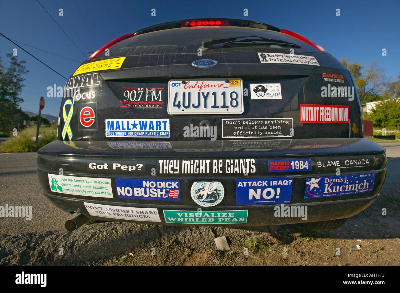 Auto con i politici e le questioni sociali di adesivi per paraurti in rovere View California Immagini Stock