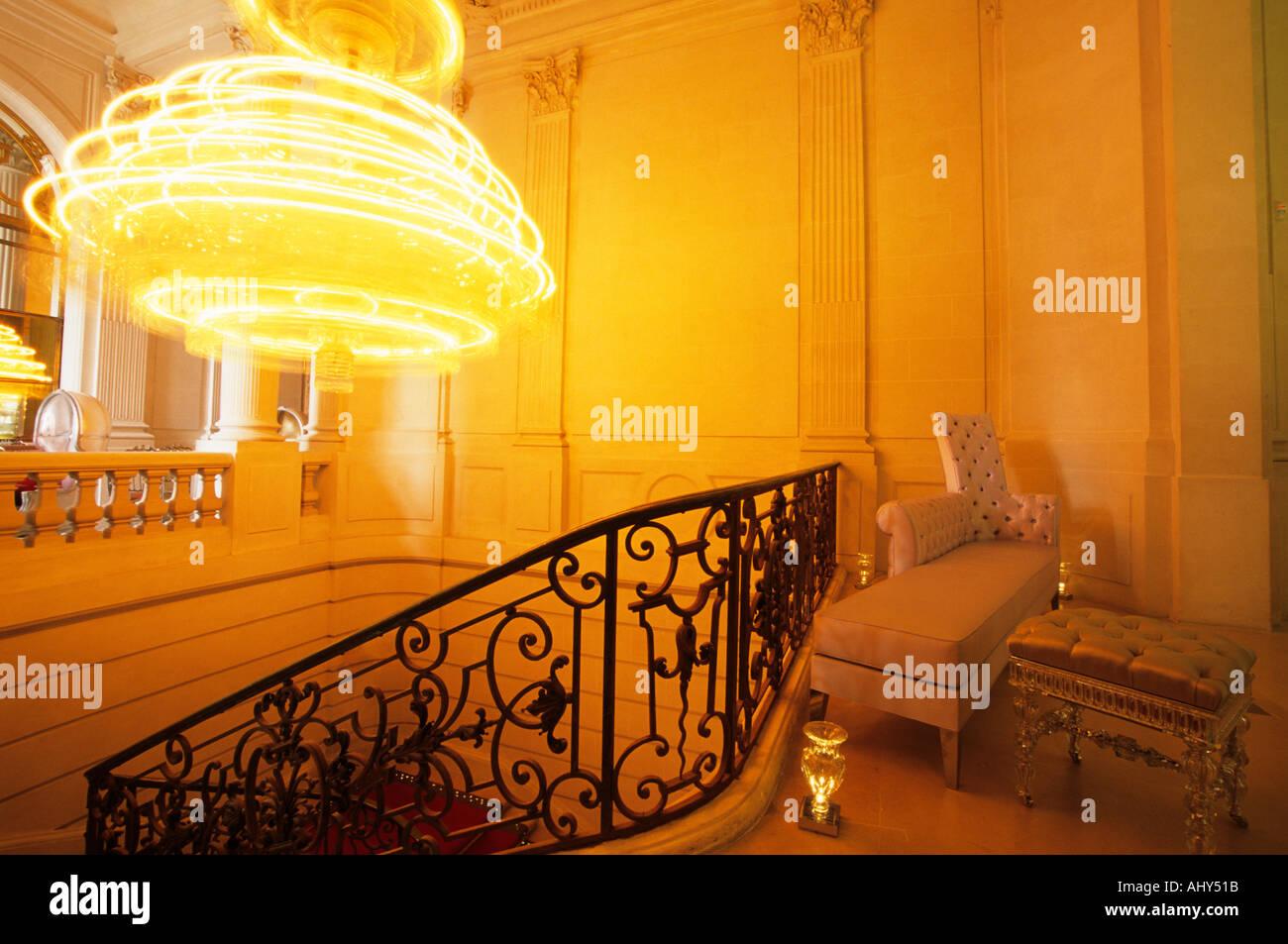 Lampadario Da Ingresso : La scalinata principale e ingresso con la chilogrammo girevole