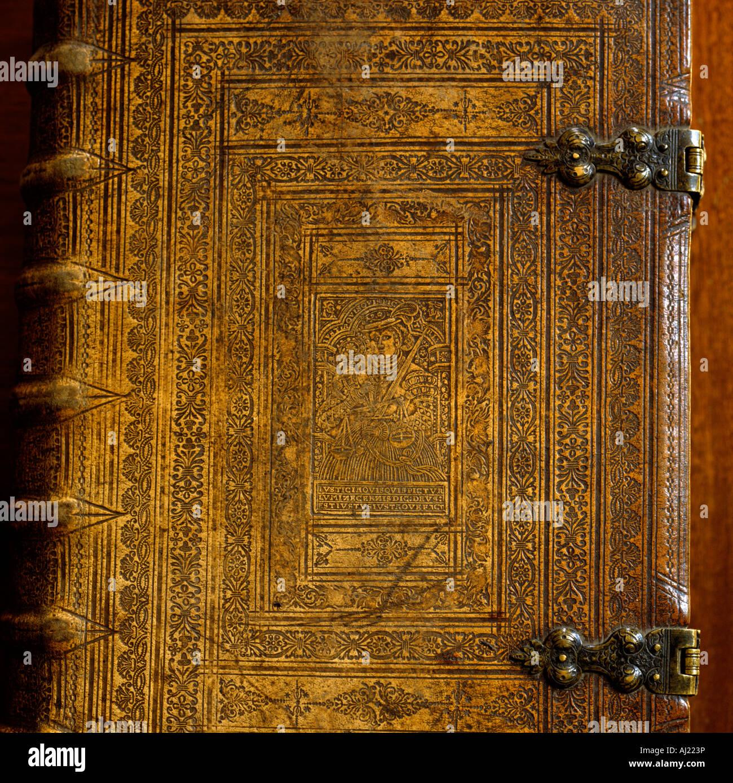 Ornati libro antico coperchio con fibbia in metallo Immagini Stock