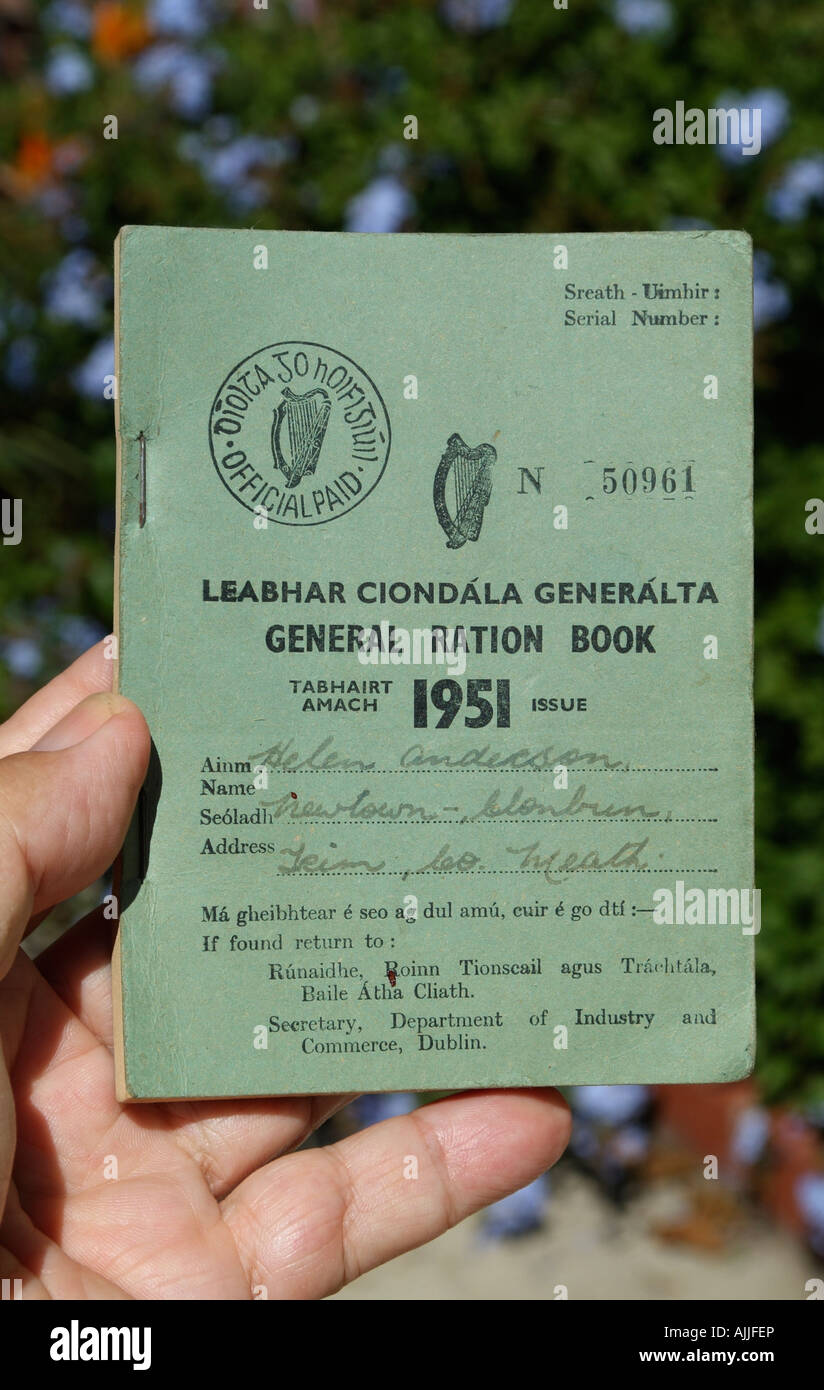 Coperchio anteriore di un generale irlandese razione Prenota datato 1951 rilasciato dal Dipartimento del Commercio Immagini Stock