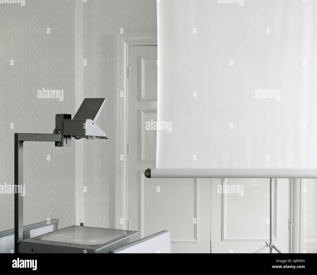 Proiettore e schermo Foto Stock