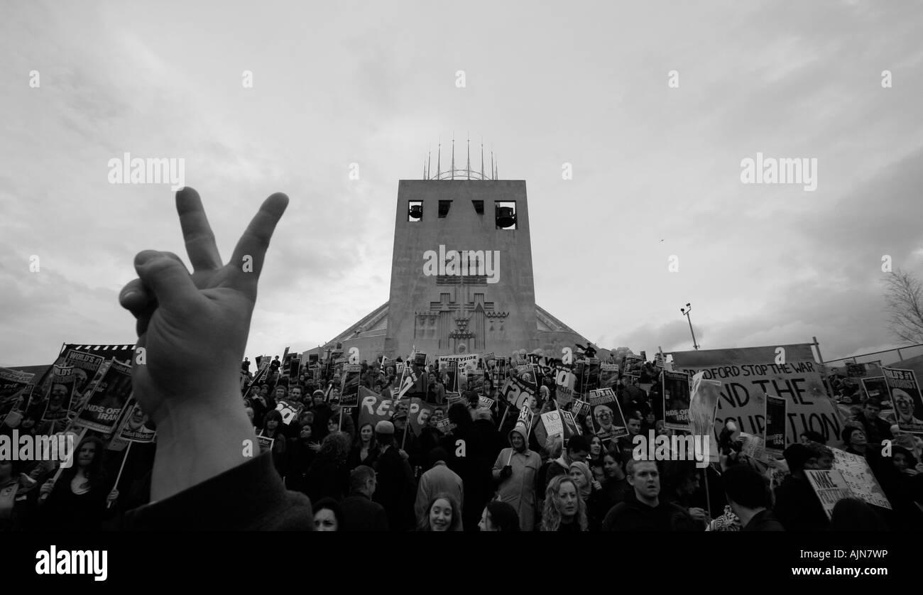 I manifestanti a Condoleezza Rice visita a Liverpool Immagini Stock