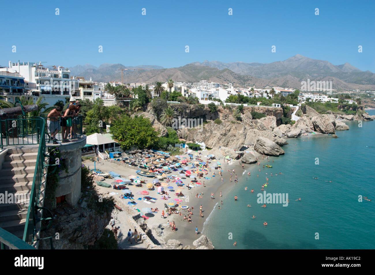 Vista dal Balcón de Europa nella città vecchia , Nerja, Costa del Sol, Andalusia, Spagna Immagini Stock