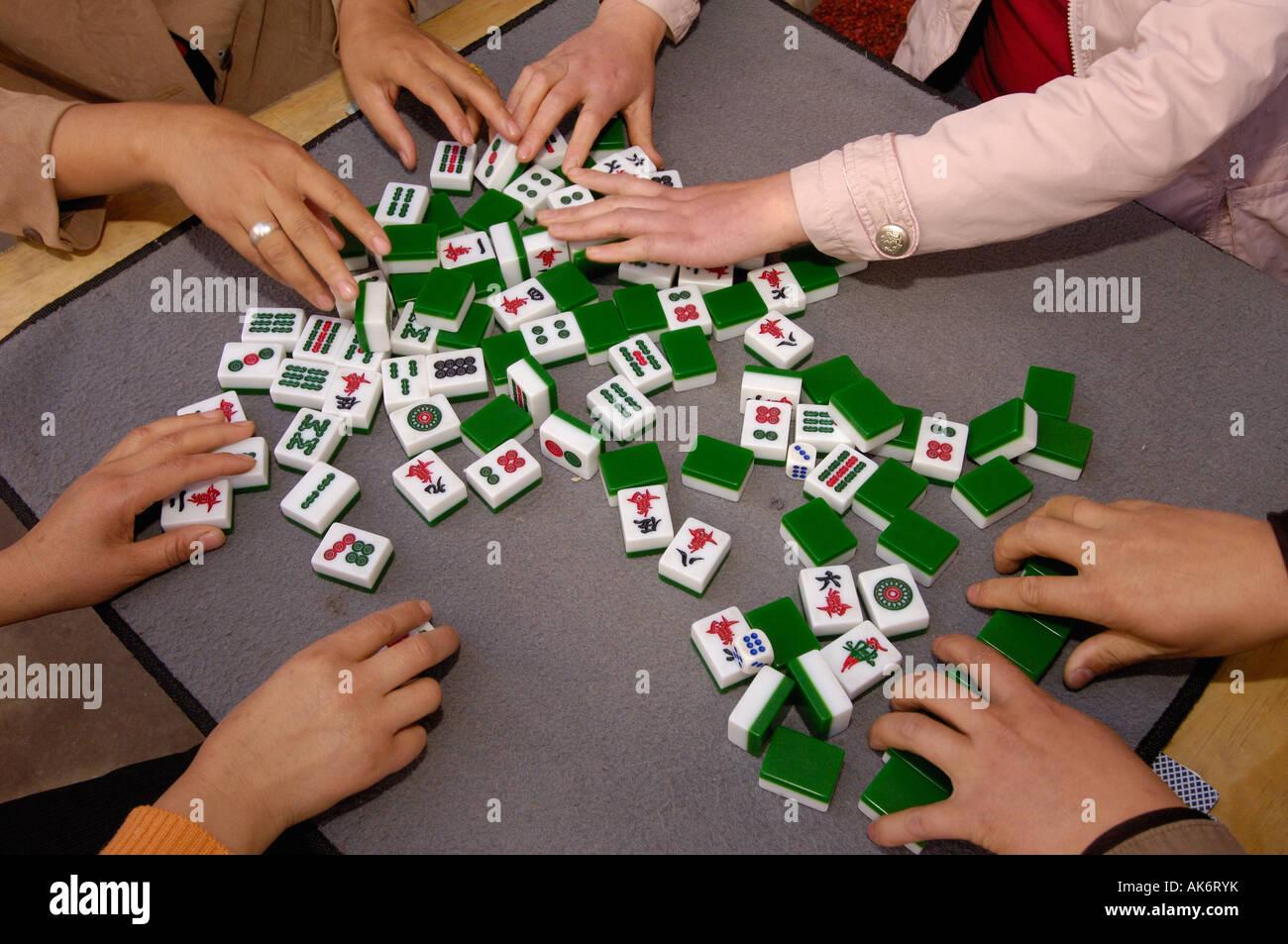 Mahjong giocatori un gioco di origine cinese ha giocato da