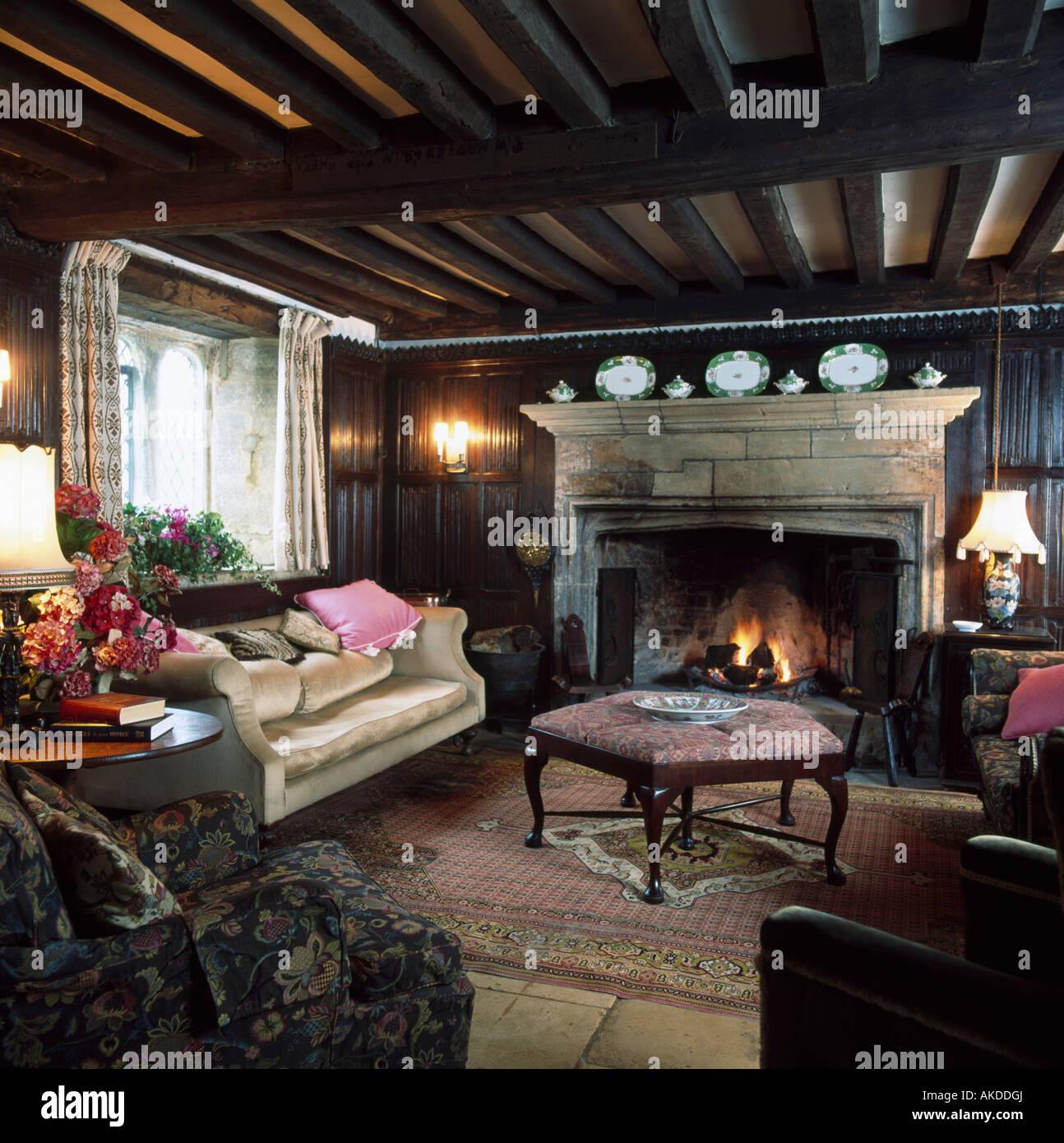 Soggiorno Con Pietra A Vista camino in pietra in lamiera soggiorno con soffitto con travi