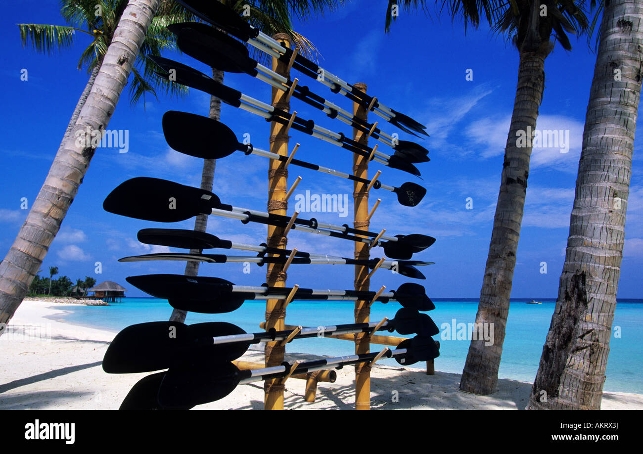 Maldive, North Malè Atoll, One & Only Reethi Rah Hotel Sunrise Beach, boat club di pale Immagini Stock