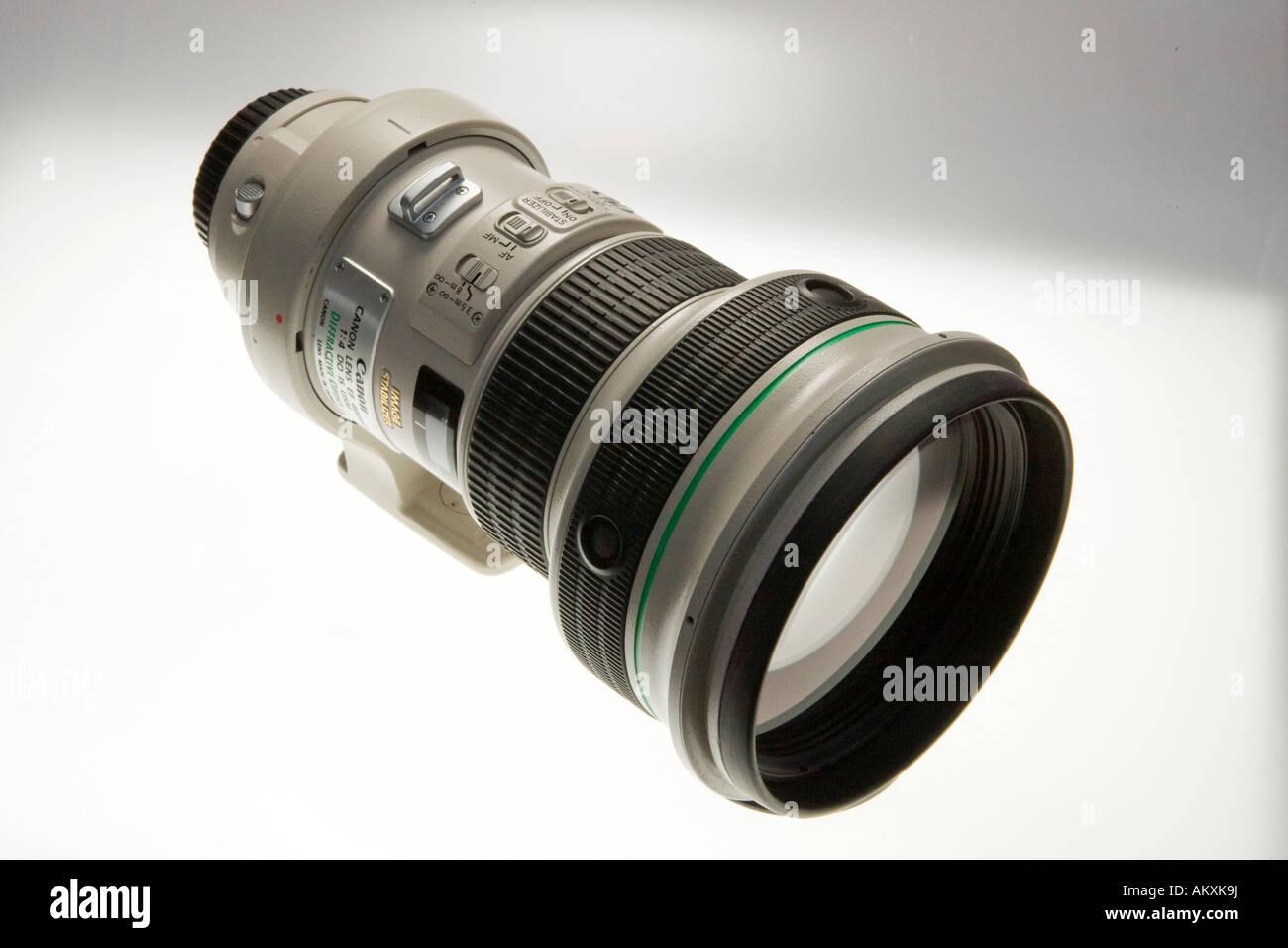 Un teleobiettivo con una lente. Immagini Stock