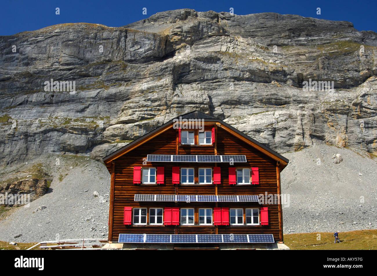 Uso di energia solare in aree remote, Laemmerenhuette, Club Alpino Svizzero, Svizzera Immagini Stock