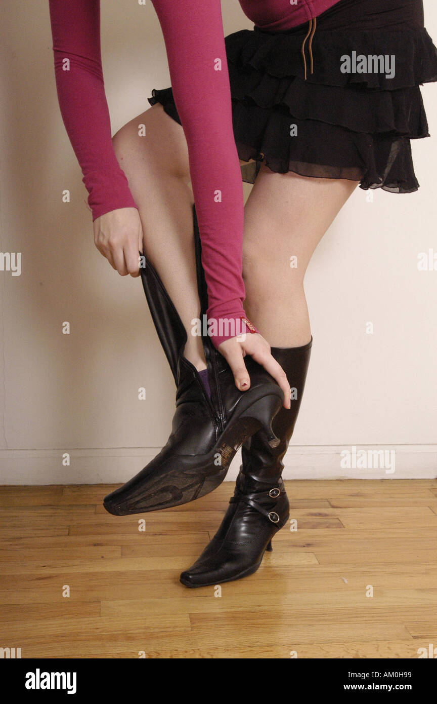 99eba17f10 Cerniera zip stivali tacchi tacchi alti indossare calzature di ...
