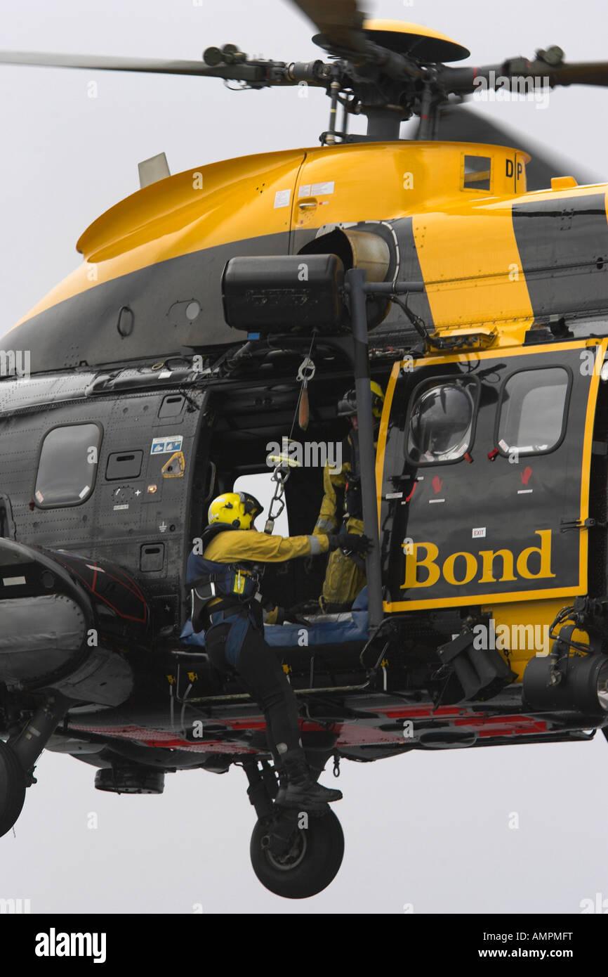 Salvataggio airman sul filo del verricello Immagini Stock