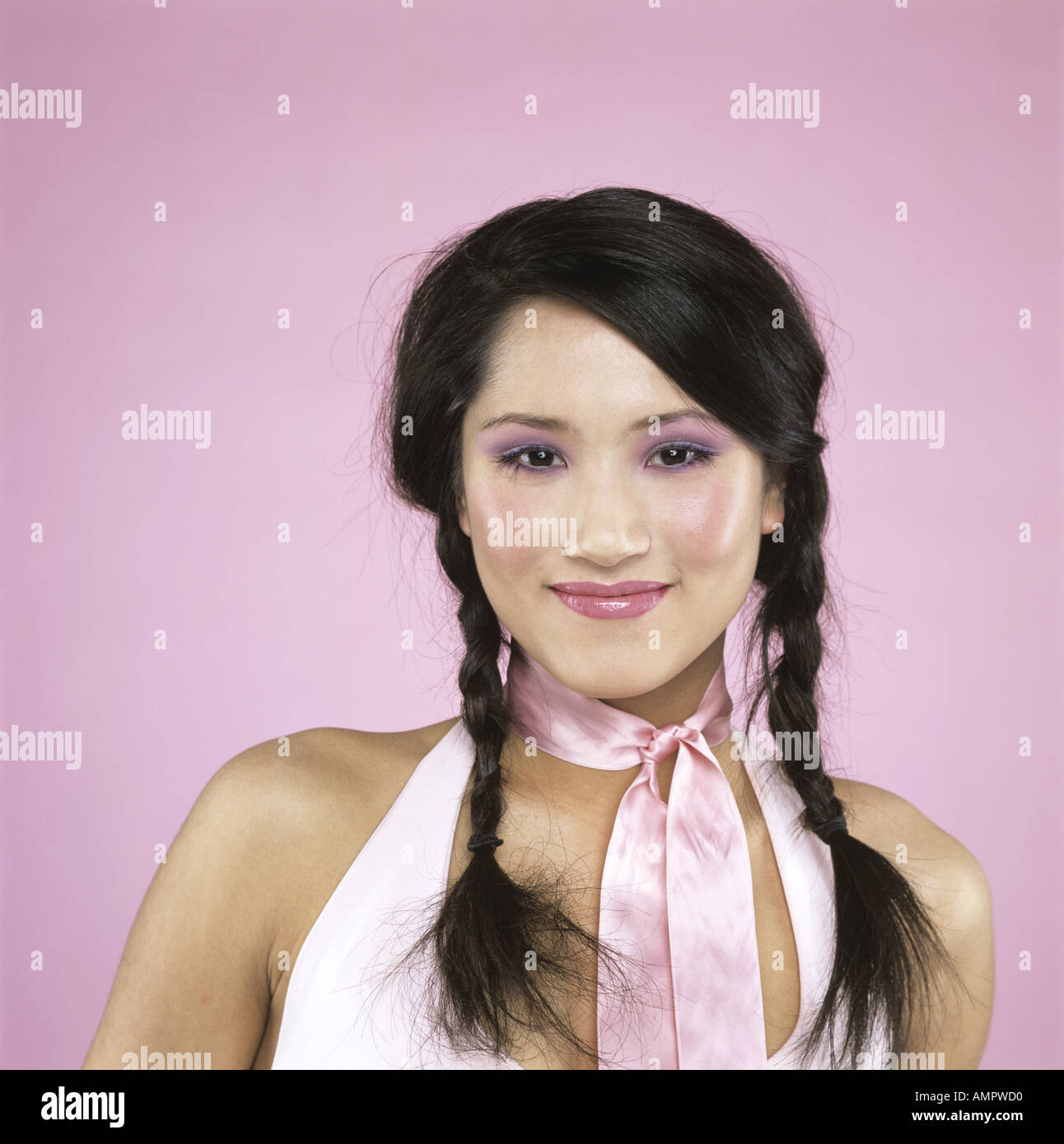 Giovane donna sorridente, close-up Immagini Stock