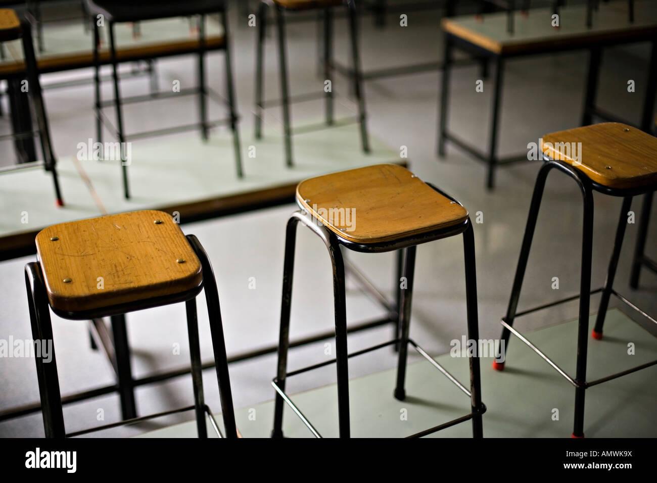 Scuola sgabelli da laboratorio foto & immagine stock: 15344677 alamy