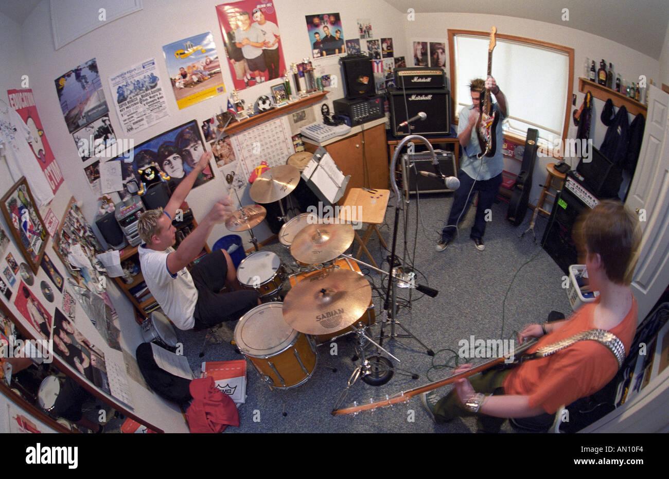 Camera Da Letto Rock : Alta scuola punk rock band 36drive pratiche in camera da letto foto