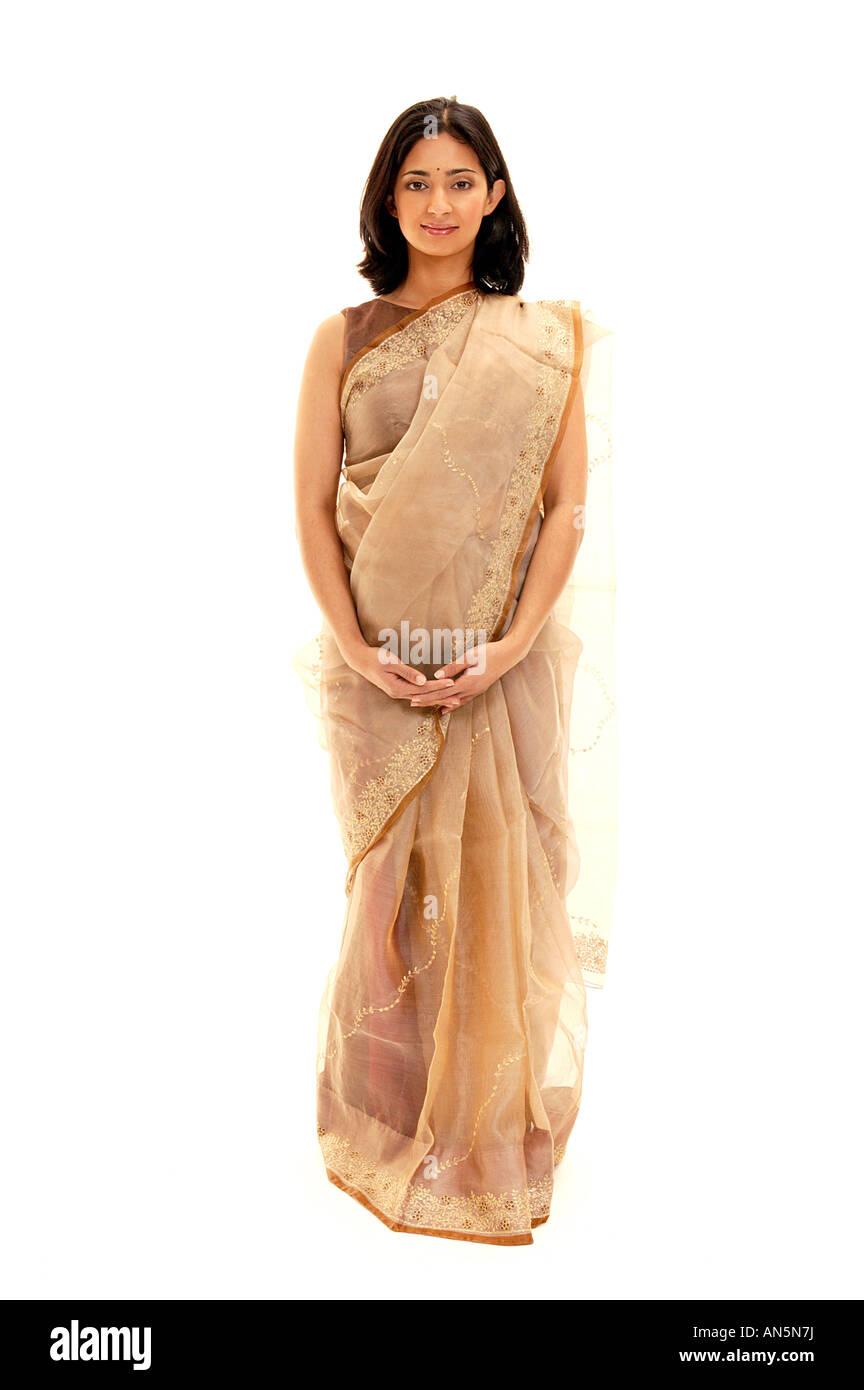 Giovane donna indiana in Sari Immagini Stock