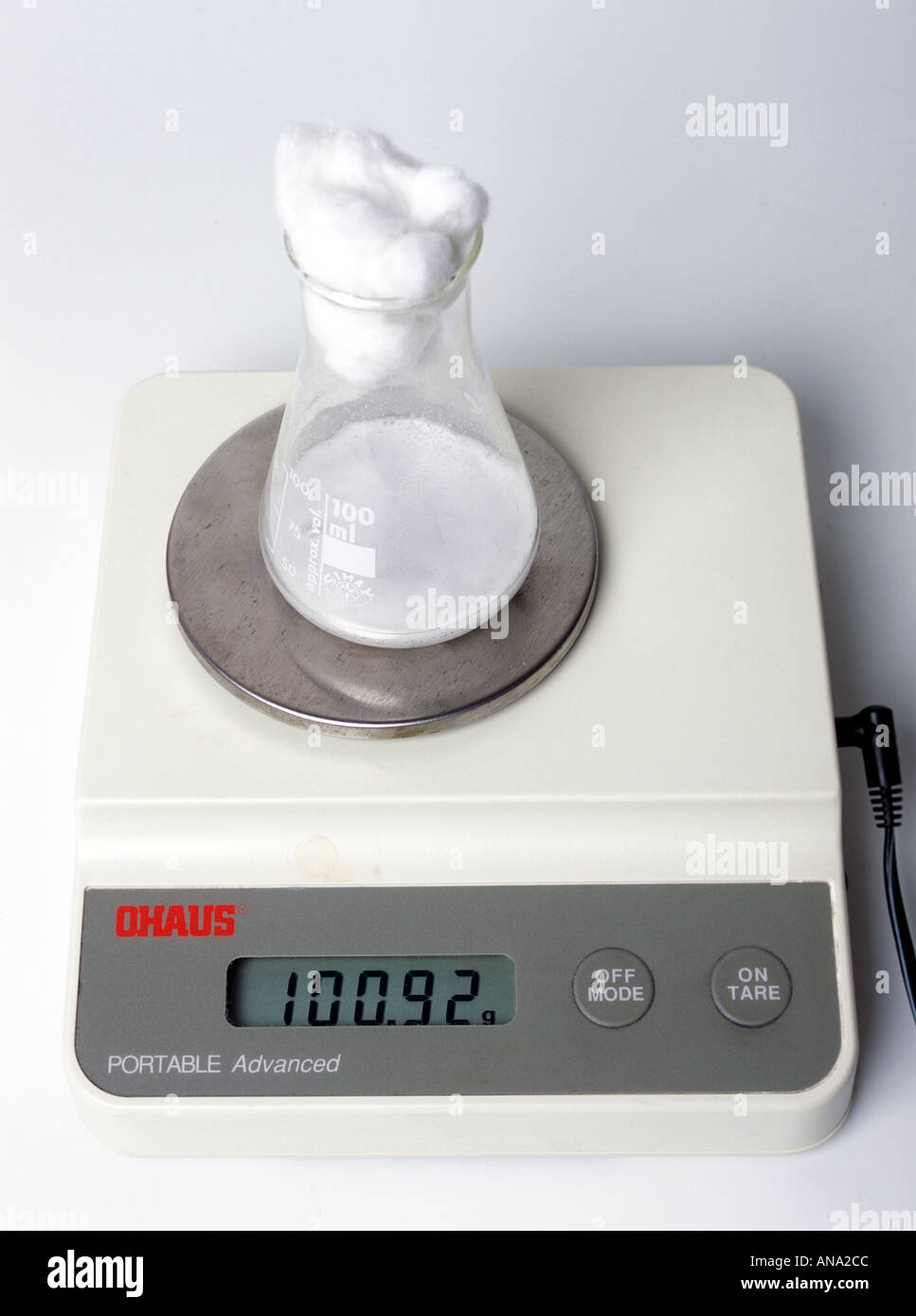 Il monitoraggio del cambiamento di peso come lievito genera biossido di carbonio Immagini Stock