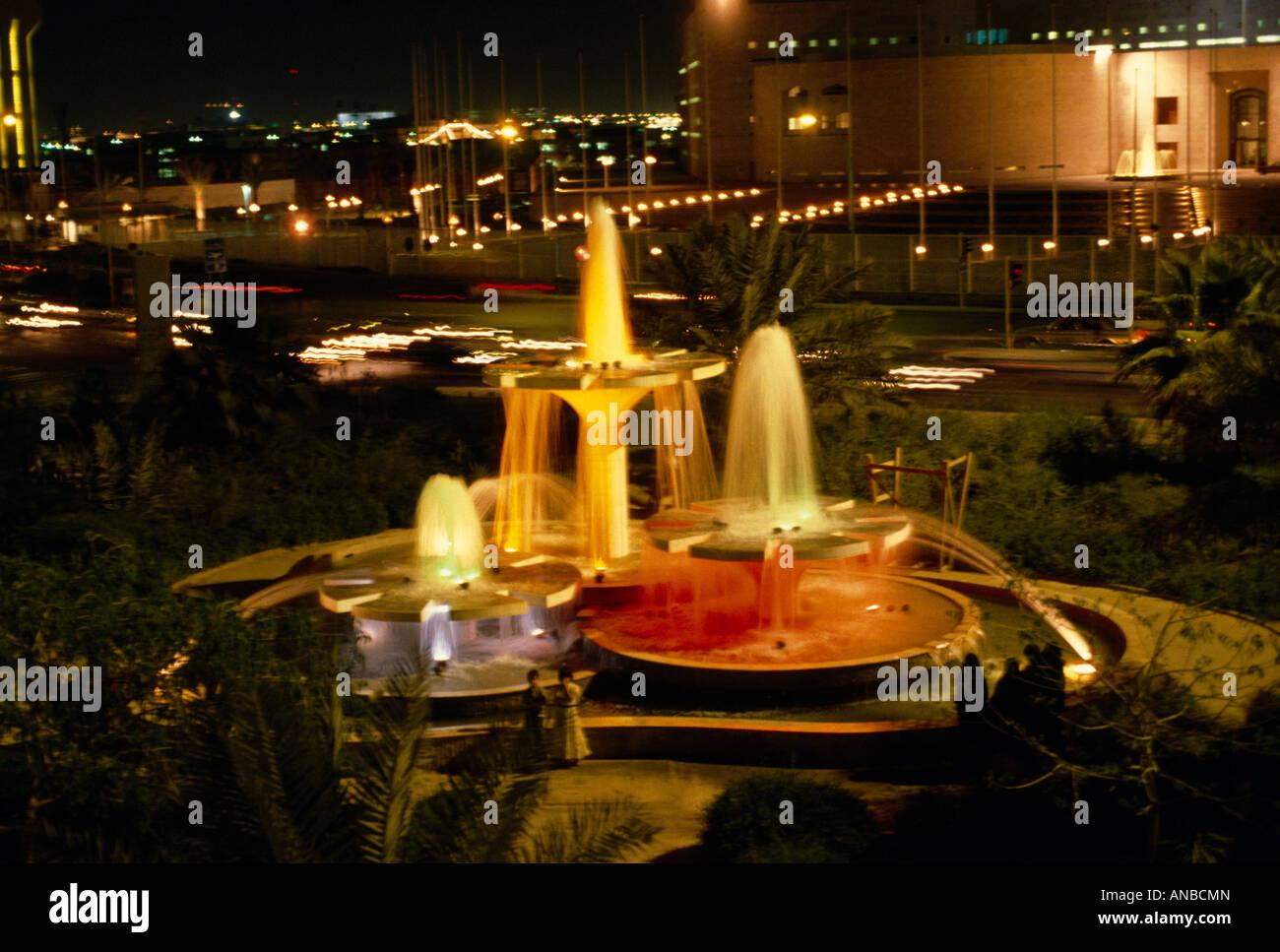 Riyadh Saudi Arabia fontane di notte Immagini Stock