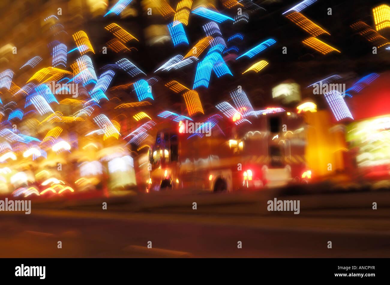 Abstract vacanza colorate luci della città di notte Immagini Stock