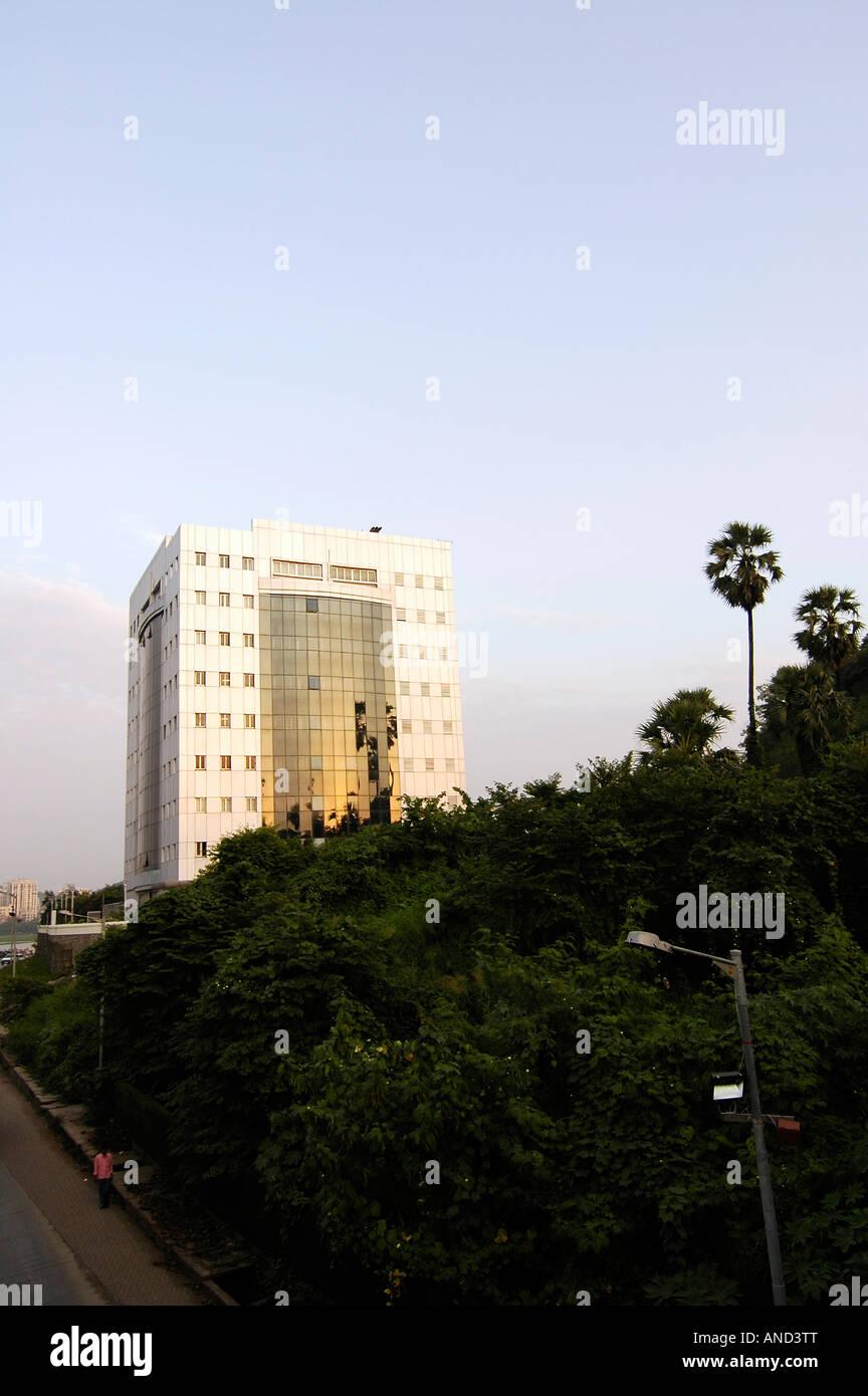Un edificio dedicato al fiorente mercato IT software industria in un sobborgo di Mumbai, India. Immagini Stock