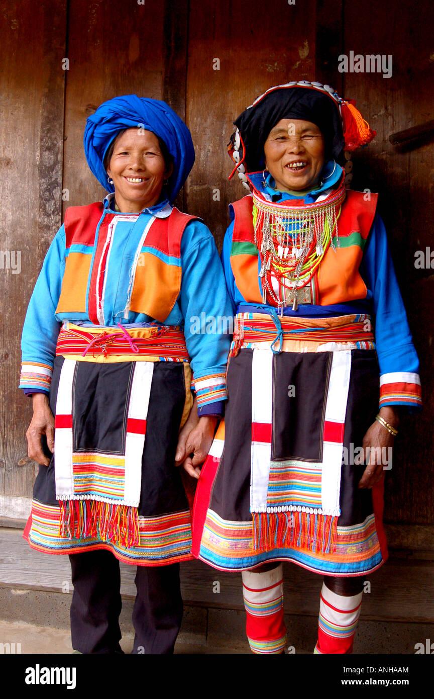 La minoranza lisu festival tradizionale una minoranza le donne hanno abiti tradizionali Immagini Stock