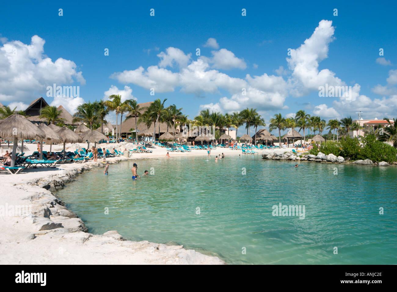 Spiaggia al di fuori del Hotel Catalonia Riviera Maya, Puerto Aventuras, Riviera Maya, la penisola dello Yucatan, Messico Immagini Stock