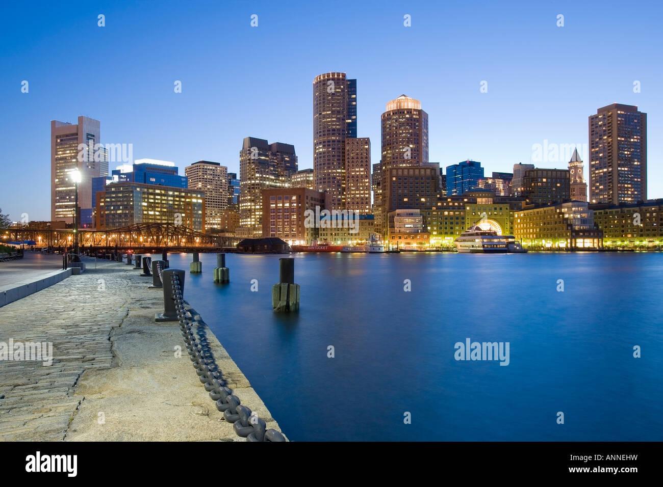 Stati Uniti Boston Massachusetts Skyline visto dal Molo della ventola Immagini Stock