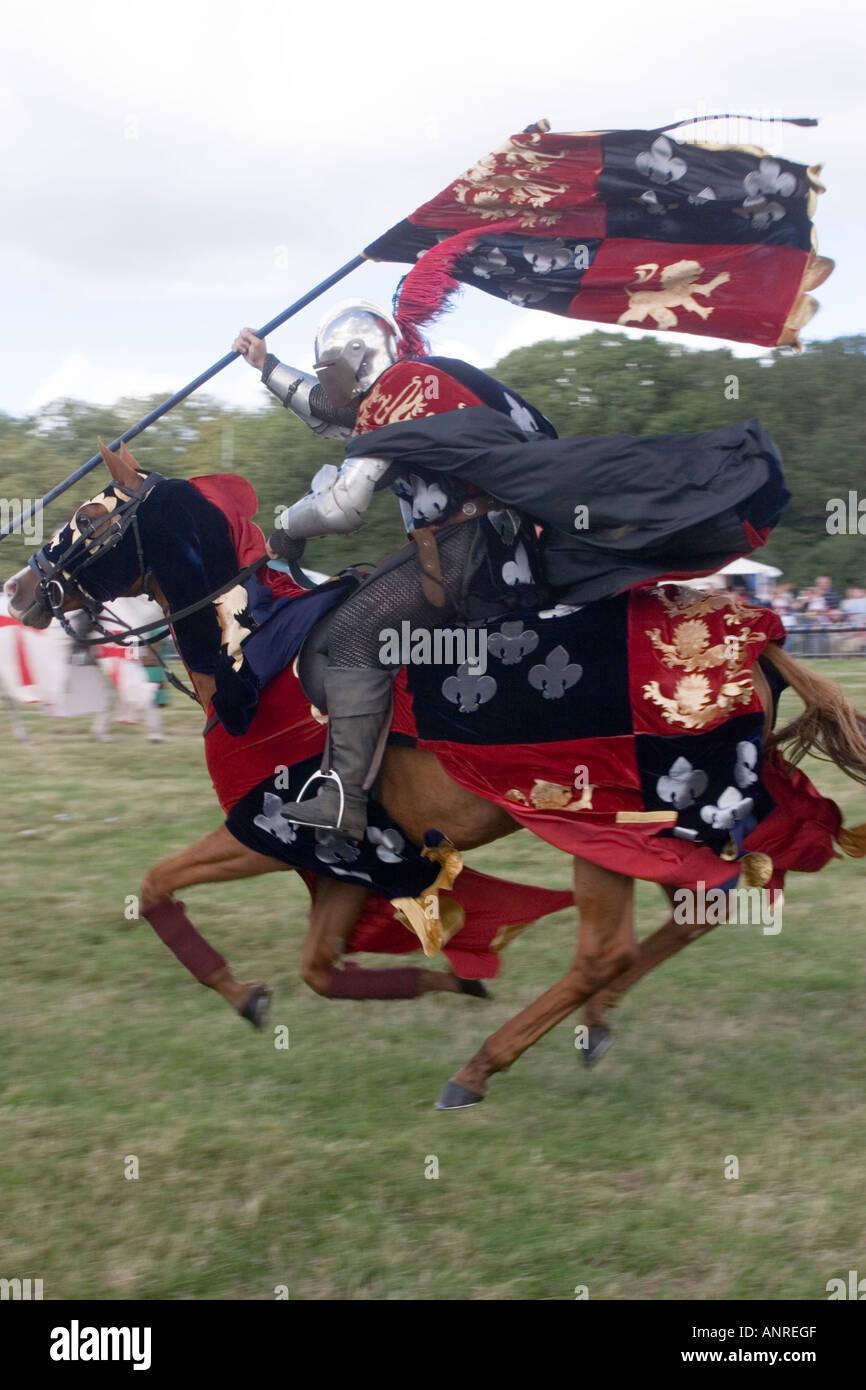 Cavaliere di giostra in corrispondenza di una rievocazione storica di un torneo di giostre Immagini Stock