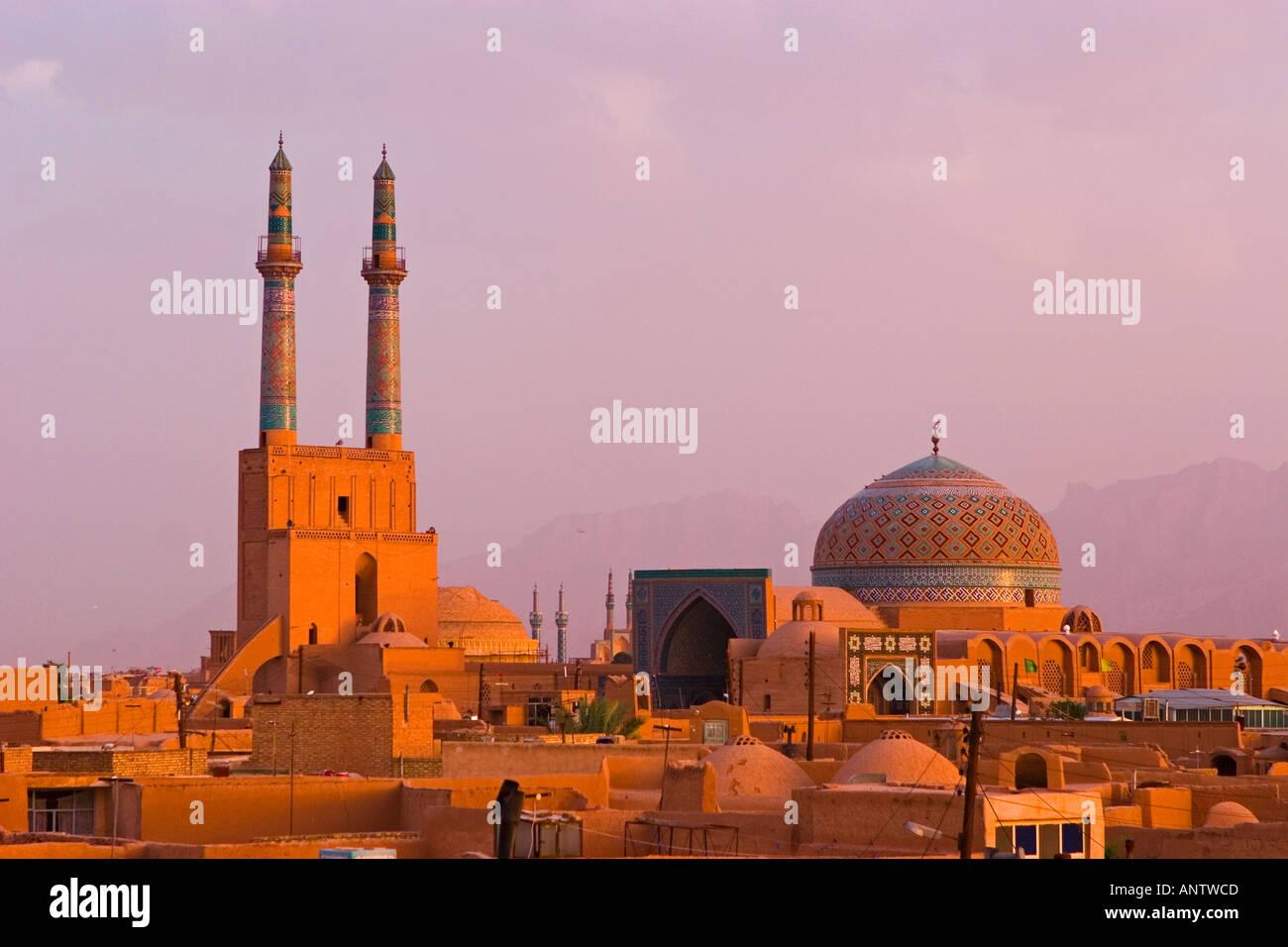 Panorama di Yazd e moschea di Jame nel tardo pomeriggio Yazd Iran Immagini Stock